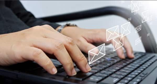 Le email occupano una buona parte del tempo dedicato al lavoro.